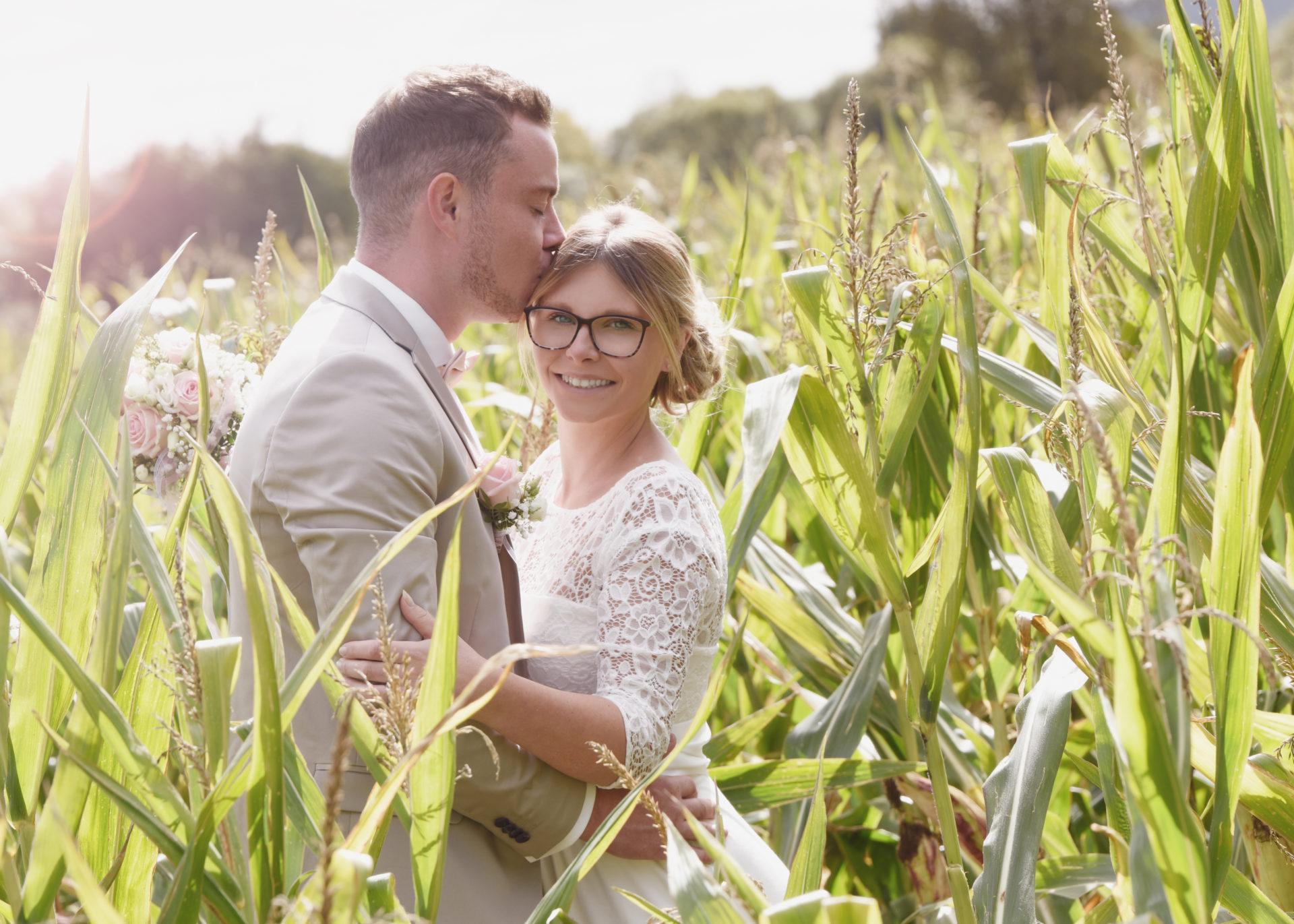 Hochzeitsfotos im Maisfeld